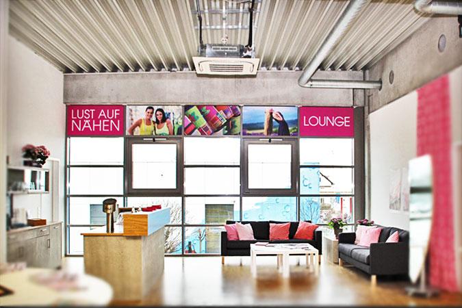 Ansicht Wandgestaltung HILD NÄHWELT Lounge